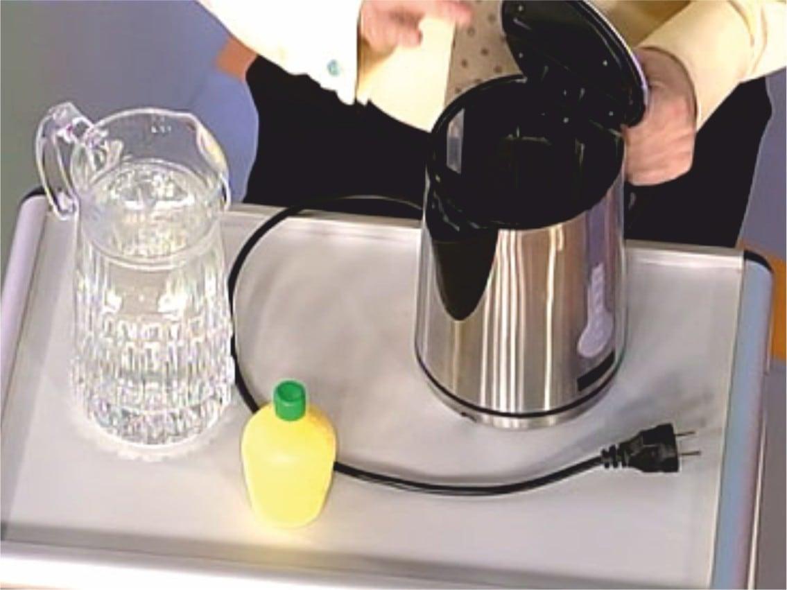 Убрать запах из чайника уксусом
